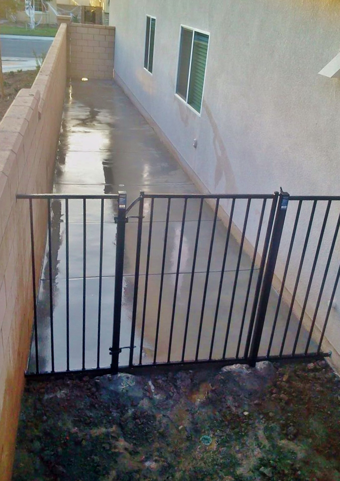 how to build a dog run on side of house